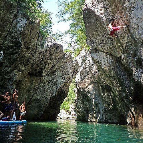 Deep Water Solo - Climbing Contest
